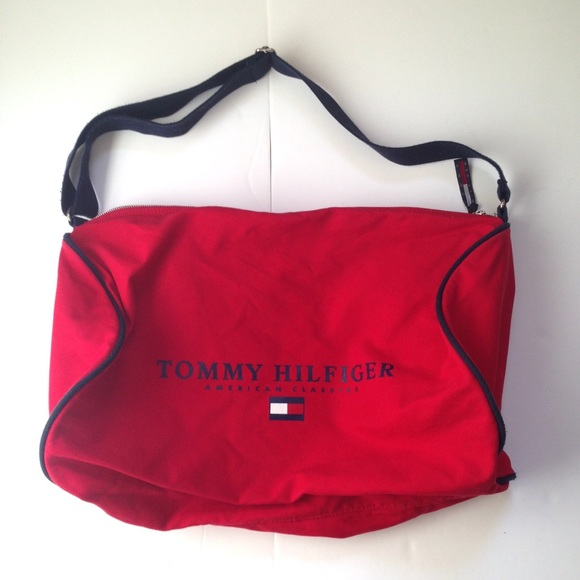 b2a56aba159b 90s Tommy Hilfiger Duffle Bag Navy Red Spell Out. M 5b3a2ef6c9bf5016c537a5f9